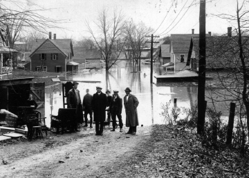 1927 Flood on Central Street, Windsor