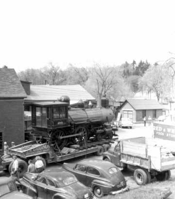 Moving a Locomotive through Hartford