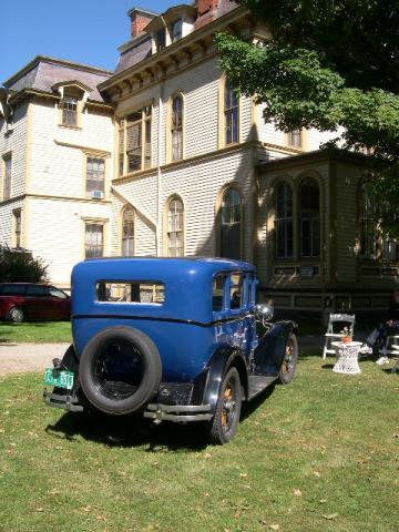 1929 Dodge sedan in front of Park McCullough House