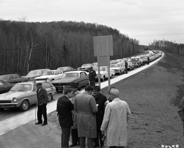 Opening of I-91 Lyndon-Barton Section, Cars Lined Up